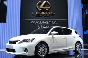 """Хэтчбек """"гольф""""-класса Lexus CT 200h"""