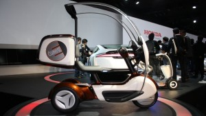 Honda представила свой E-Canopy трехколесный скутер в 2011